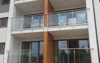 Balustrady balkonowe ze stali nierdzewnej w łączeniu ze szkłem - Osiedle Korona Rzeszów