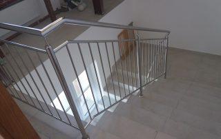 Poręcze na klatce schodowej z chromoniklu oraz balustrady zewnętrzne - Przedszkole Boguchwała