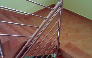 Balustrady klatki schodowej ze stali nierdzewnej - Budynek biurowy w ZamościuvBalustrady klatki schodowej ze stali nierdzewnej - Budynek biurowy w Zamościu