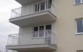 Balustrady balkonowe, poręcze klatki schodowej z chromoniklu - Rzeszów, ul. Iwonicka