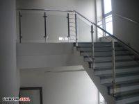 Solidne balustrady ze stali nierdzewnej łączone ze szkłem bezpiecznym