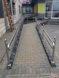 Podjazdy dla niepełnosprawnych ze stali nierdzewnej