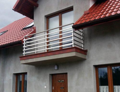 Dom prywatny  w Raniżowie. Balustrady balkonowe